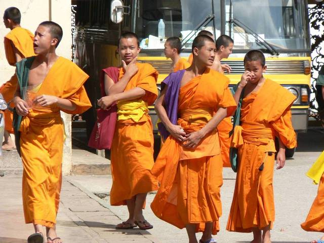 4-buddhist-monks-1452633-640x480